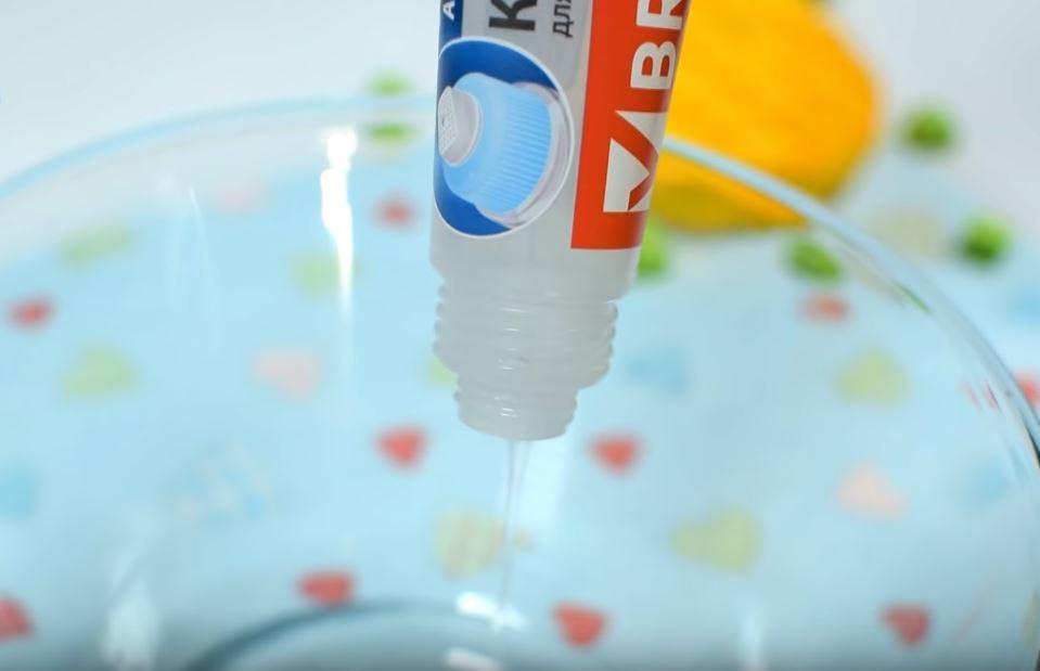 Процесс изготовления слайма из зубной пасты шаг 1
