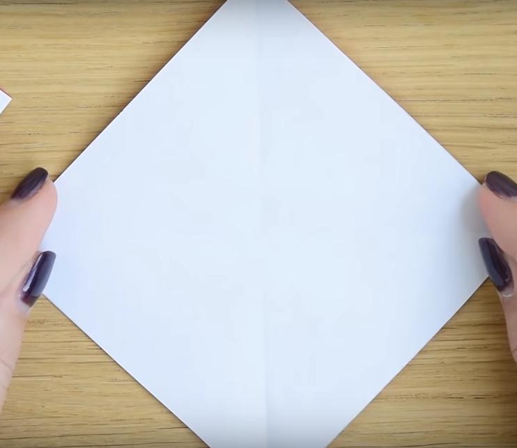 Процесс изготовления деда мороза оригами вариант 2 шаг 1
