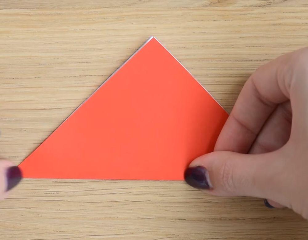 Процесс изготовления деда мороза оригами вариант 3 шаг 1