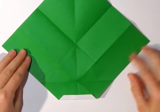 Процесс изготовления деда мороза оригами вариант 1 шаг 10