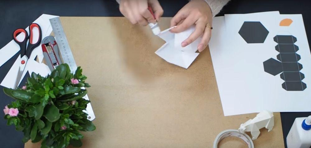 Процесс изготовления снеговика оригами шаг 10