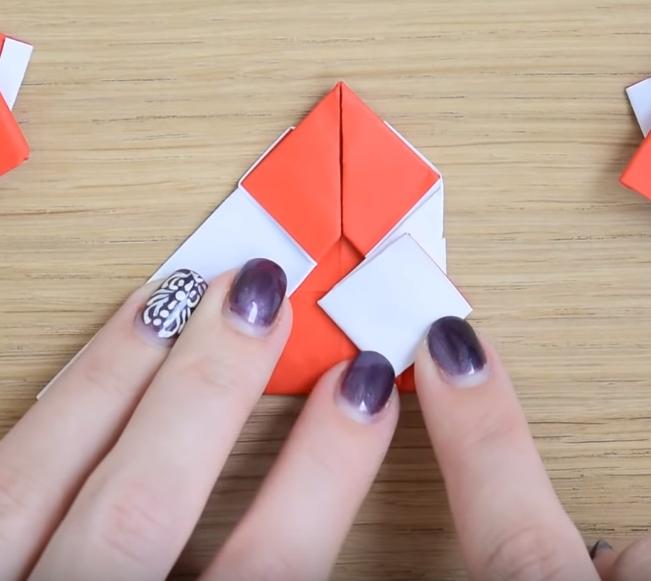 Процесс изготовления деда мороза оригами вариант 2 шаг 11