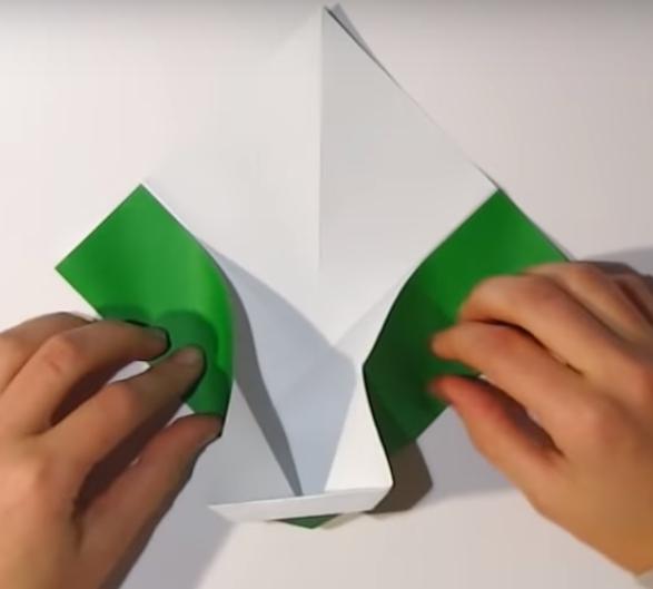 Процесс изготовления деда мороза оригами вариант 1 шаг 12