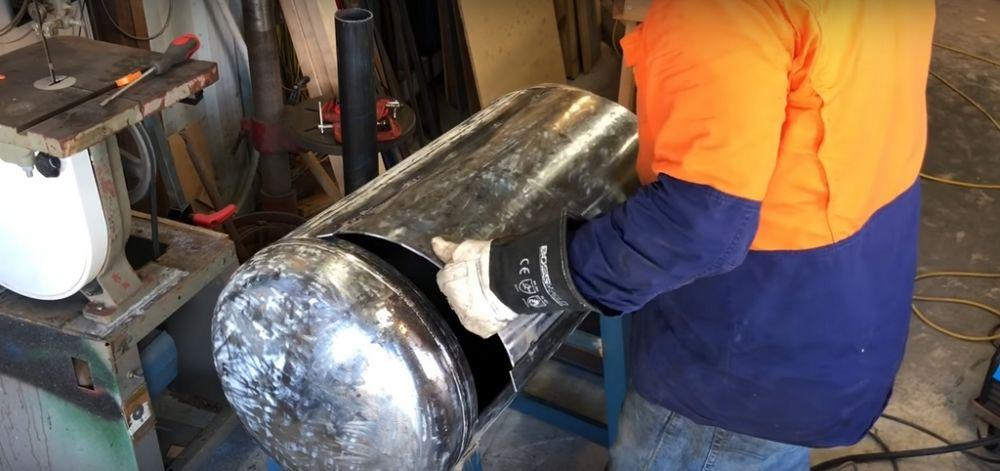 Процесс изготовления коптильни из газового баллона шаг 13