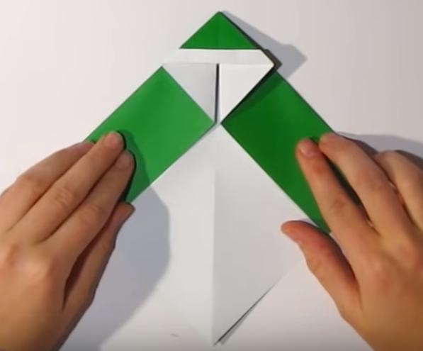 Процесс изготовления деда мороза оригами вариант 1 шаг 13