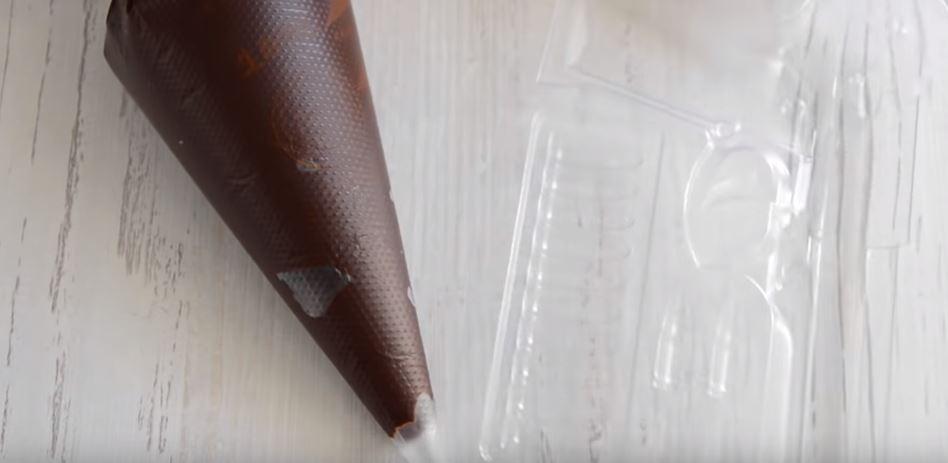 Процесс изготовления шоколадного пистолета шаг 14