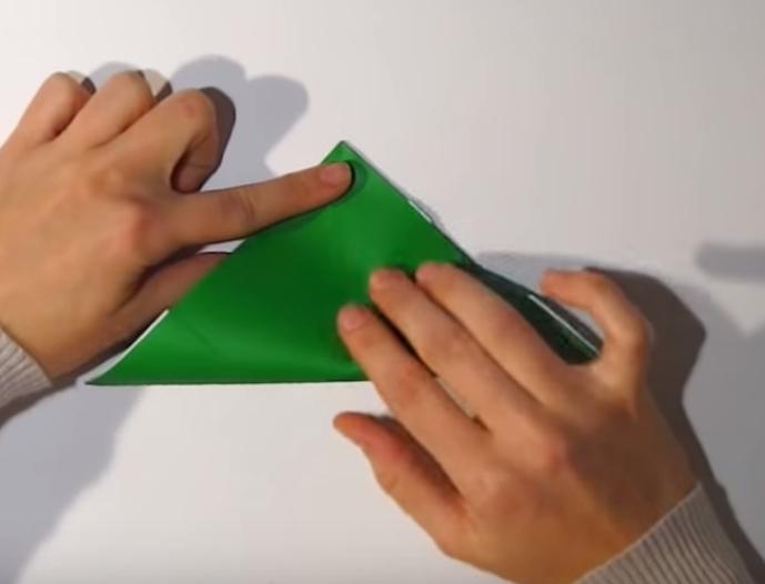 Процесс изготовления деда мороза оригами вариант 1 шаг 14