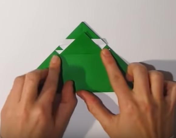 Процесс изготовления деда мороза оригами вариант 1 шаг 16