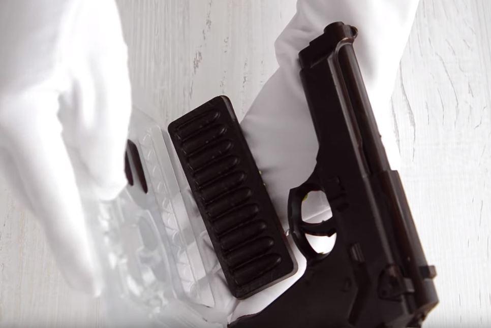 Процесс изготовления шоколадного пистолета шаг 17