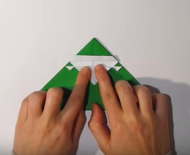 Процесс изготовления деда мороза оригами вариант 1 шаг 17