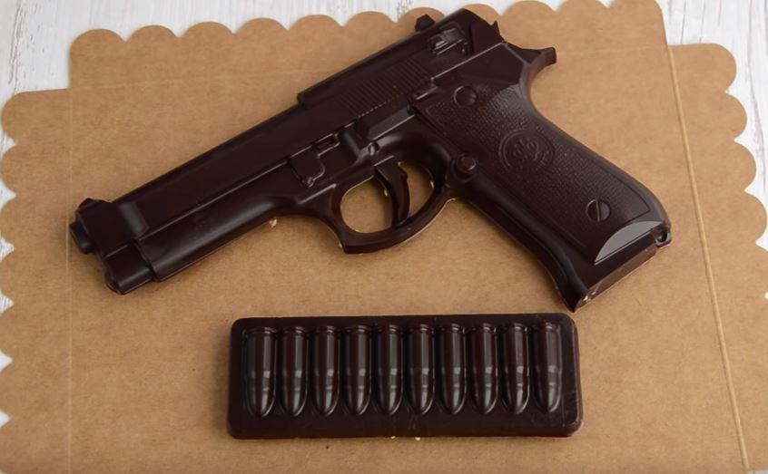 Процесс изготовления шоколадного пистолета шаг 18