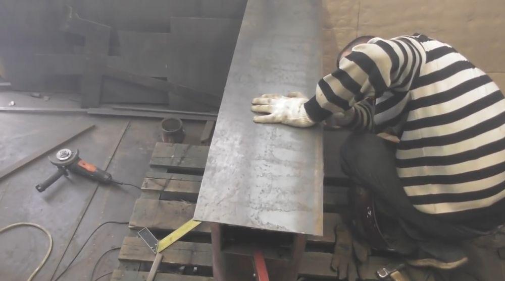 Дно вырезаем из листовой стали
