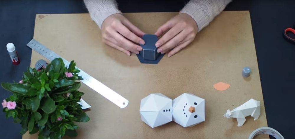 Процесс изготовления снеговика оригами шаг 19