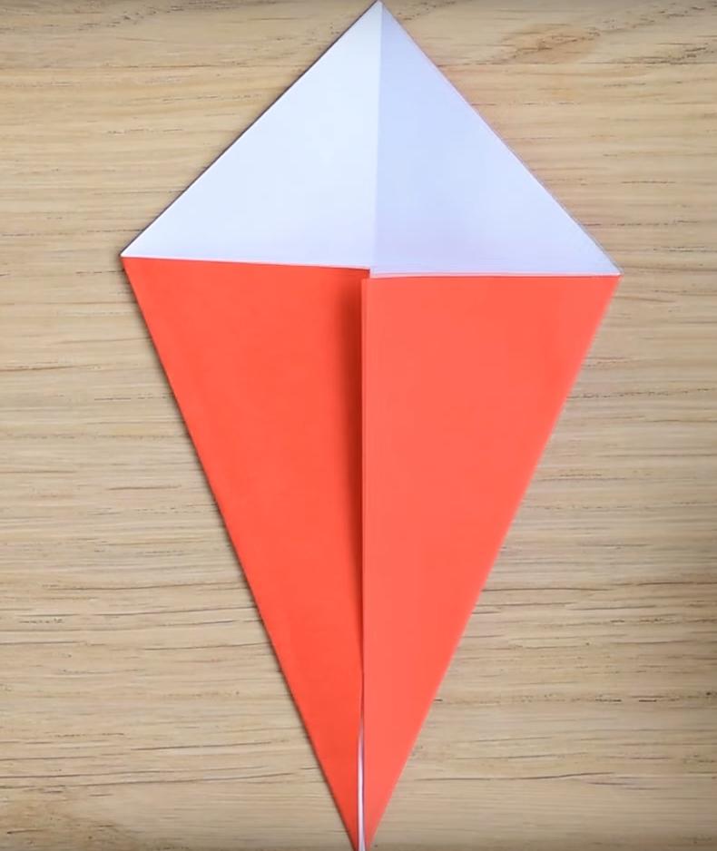 Процесс изготовления деда мороза оригами вариант 3 шаг 2