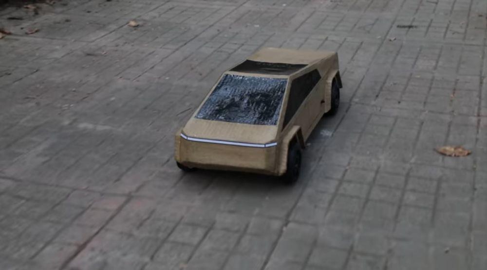 Тесла на дороге