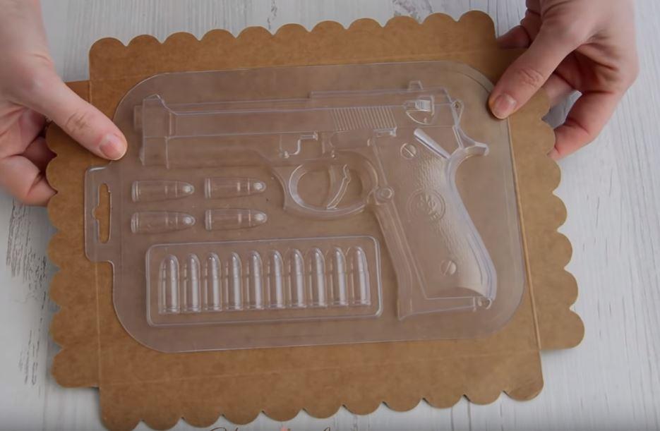 Процесс изготовления шоколадного пистолета шаг 2