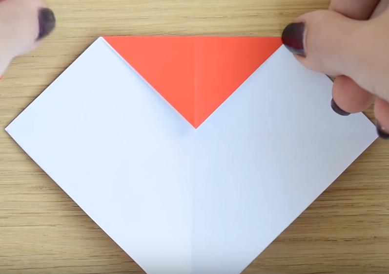 Процесс изготовления деда мороза оригами вариант 2 шаг 2