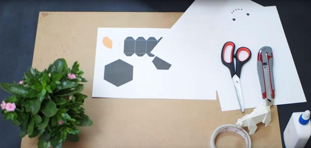 Материал, инструмент для снеговика оригами шаг 2