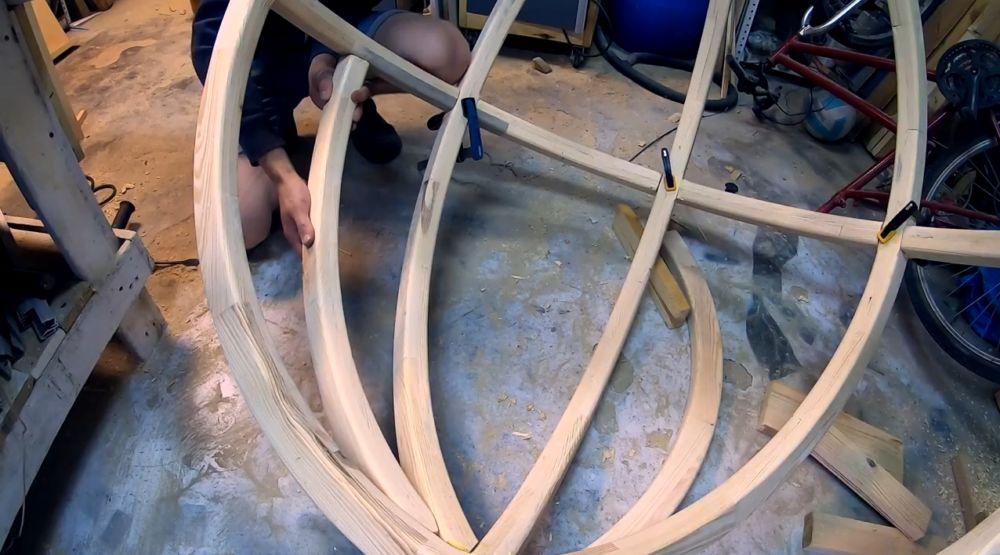 Вставка и крепеж дуг в куполе