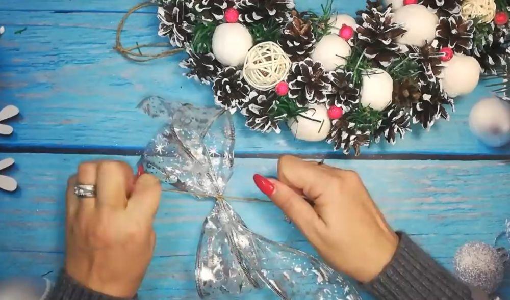 Процесс изготовления рождественского венка шаг 20