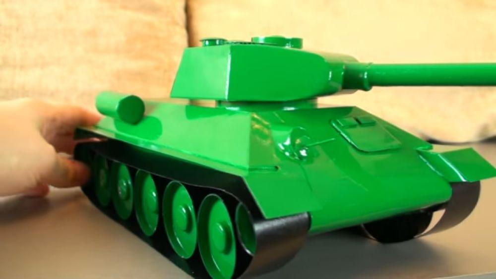 Процесс изготовления танка из картона шаг 21