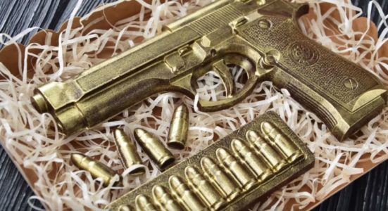 Процесс изготовления шоколадного пистолета шаг 22