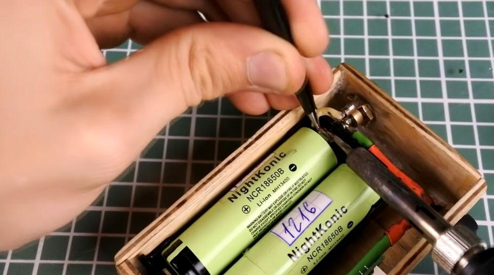 Вставка аккумуляторов