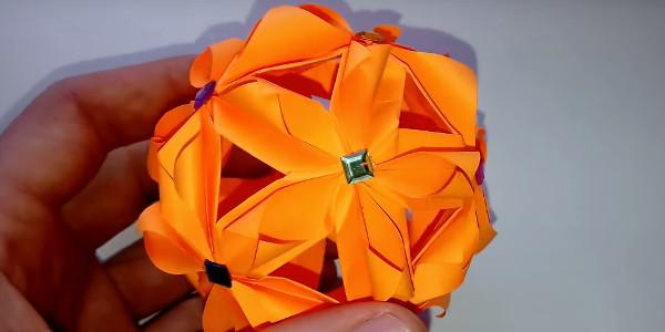 Шар для декора помещения в технике оригами
