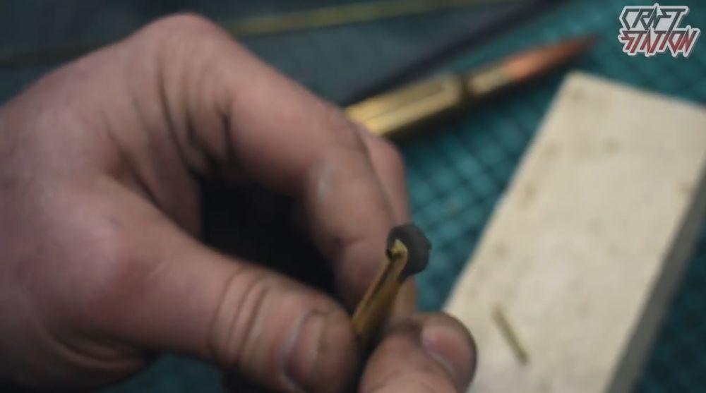 установка колеса-кресала с кремнем