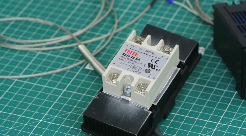 контроллер с электронным циферблатом настройки температуры