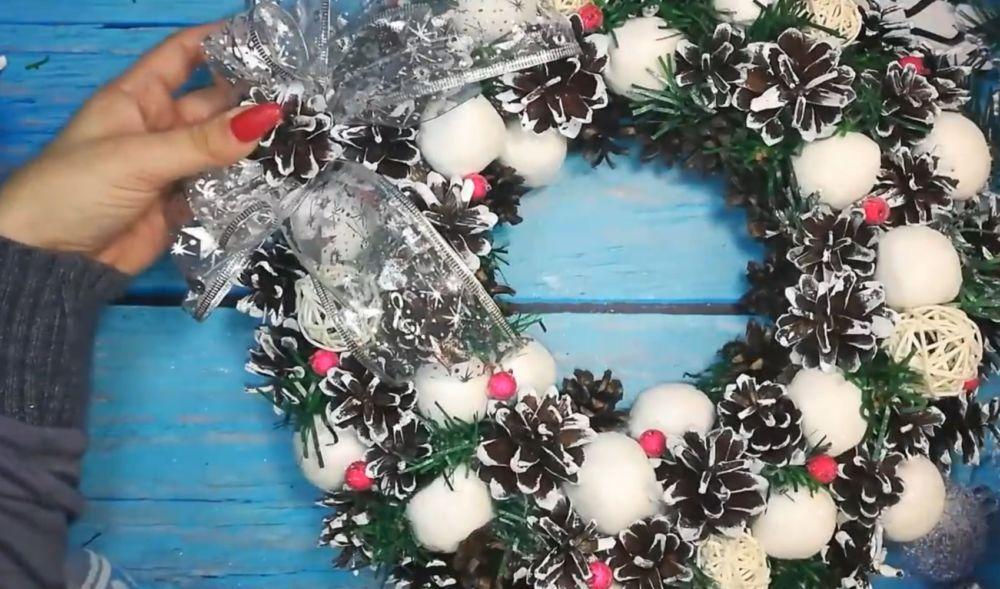 Процесс изготовления рождественского венка шаг 23