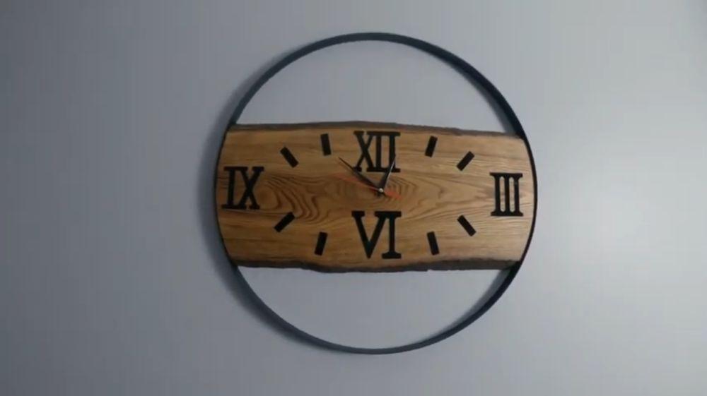 Готовые часы лофт на стене