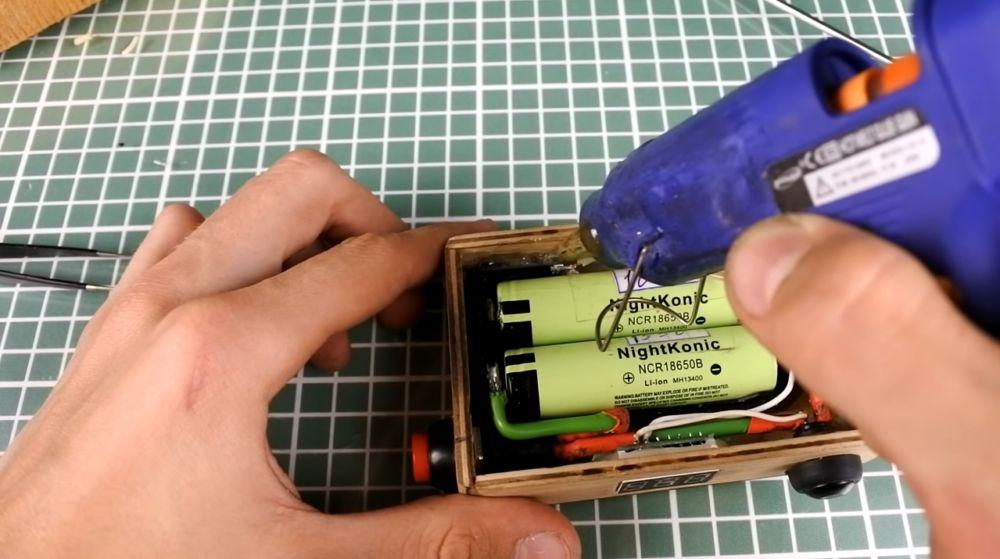 выход микро-USB на термоклее