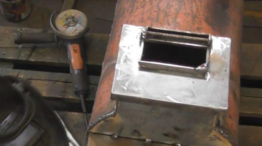 крышка с вырезанным смотровым окошком