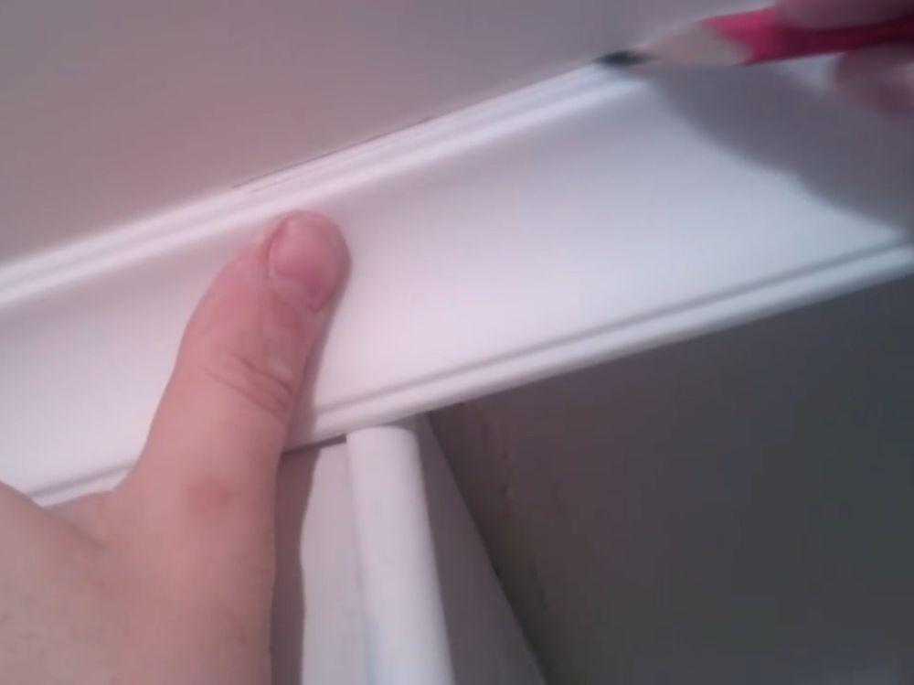 Процесс стыковки плинтуса во внешний угол шаг 2