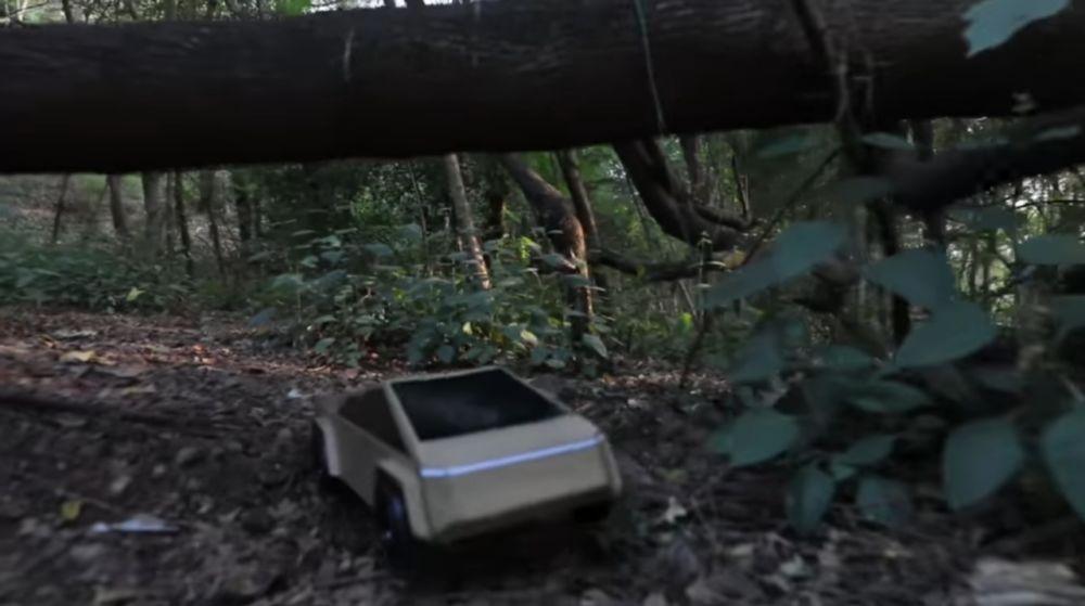 TESLA CYBER TRUCK в лесу