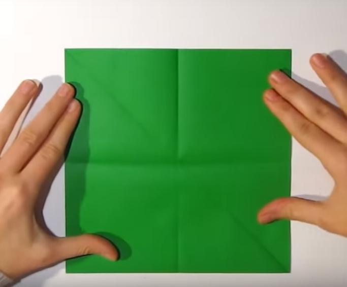 Процесс изготовления деда мороза оригами вариант 1 шаг 3