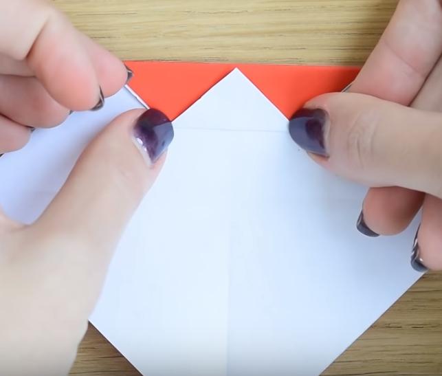 Процесс изготовления деда мороза оригами вариант 2 шаг 3