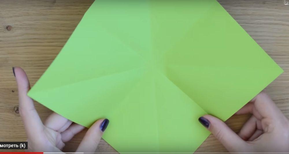Процесс изготовления елки оригами шаг 3