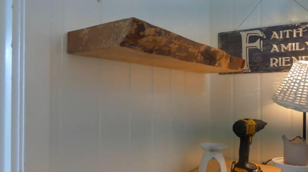 Полка на стене