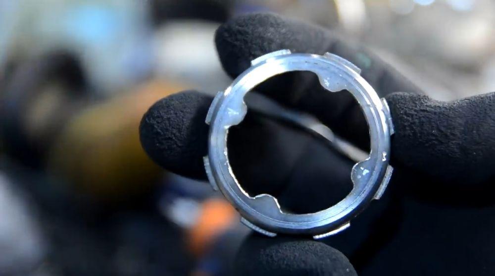 Лишний металл убираем гравером