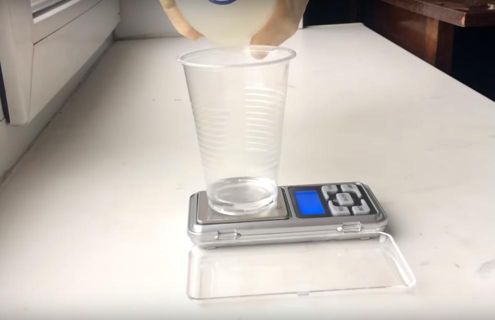 Процесс изготовления сережек из эпоксидной смолы шаг 7