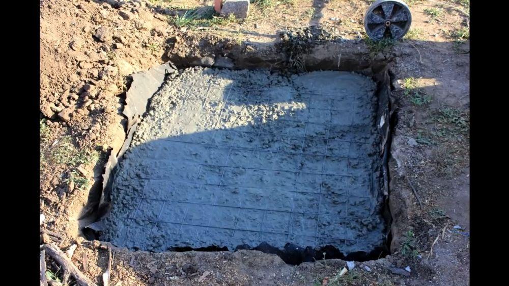 Заливаем бетоном первичную заливку