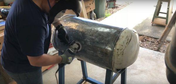 Процесс изготовления коптильни из газового баллона шаг 4