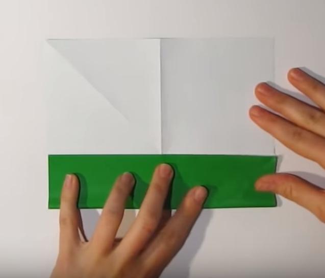 Процесс изготовления деда мороза оригами вариант 1 шаг 4