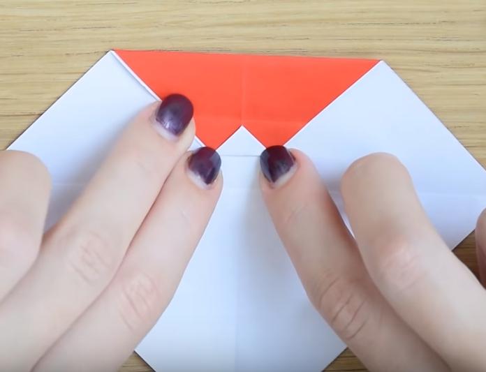 Процесс изготовления деда мороза оригами вариант 2 шаг