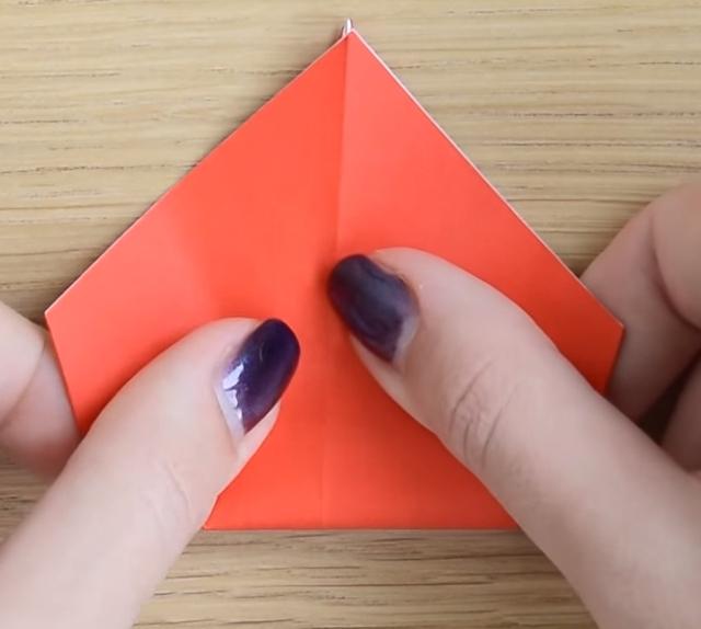 Процесс изготовления деда мороза оригами вариант 3 шаг 4