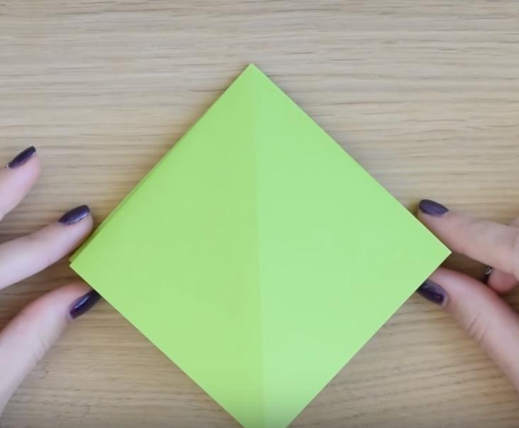 Процесс изготовления елки оригами шаг 4