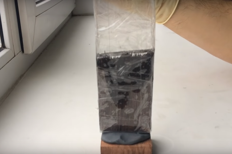 Процесс изготовления сережек из эпоксидной смолы шаг 9