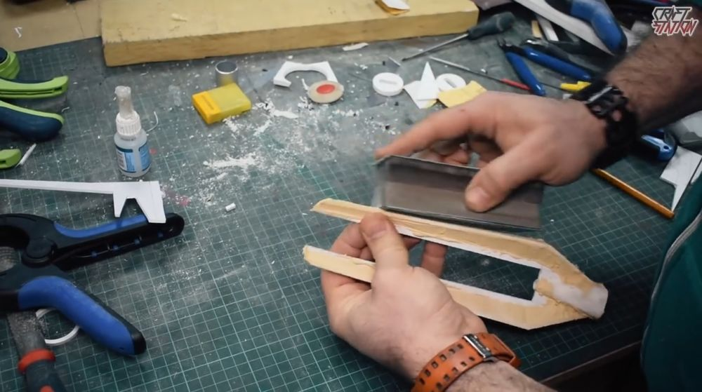 Процесс изготовления винтовки мондалорца шаг 41